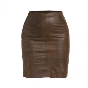 mujer-falda-clasica-frente-grande